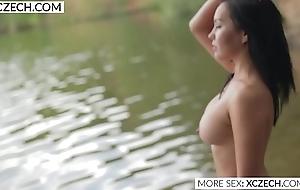 Beautiful oriental way her beauty in the water - XCZECH.com