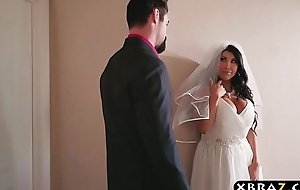 Huge tits bride cheats unaffected by her wedding day with a difficulty pre-empt man