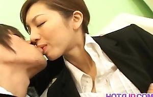 Asahi Miura Asian secretary gives surprising headfucking in the break room